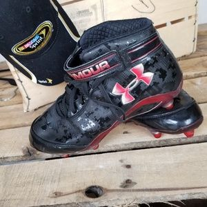 Under Armour 9.5 black and red cleats S102